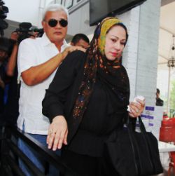 Camelia Malik Resmi Cerai dengan Harry Capri