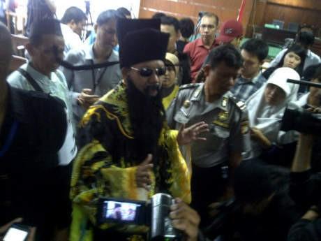Ada \Hakim Bao\ di Sidang Luthfi Hasan