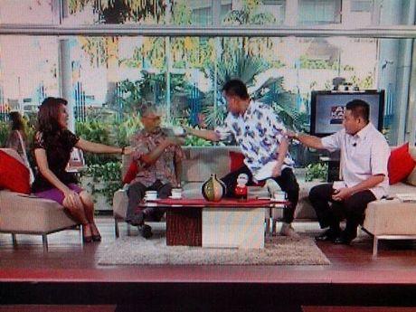 YOUTUBE INSIDEN MUNARMAN FPI SIRAM AIR TEH KE TAMRIN [FOTO] Alasan Tamrin Tak Melawan Aksi Siram Teh Munarman Acara Talkshow Apa Kabar Indonesia Pagi di Tv One