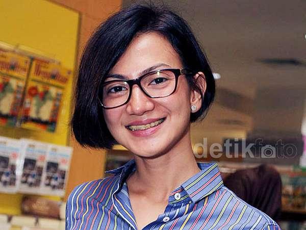 Wanda Hamidah Si Pecinta Buku