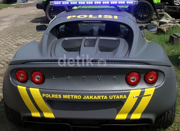 Mobil Polisi Lotus