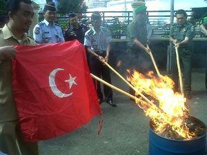 121 Bendera NII Dimusnahkan di Garut