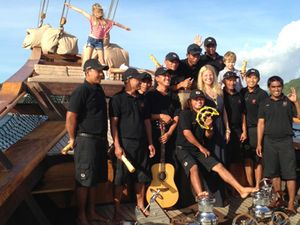 Ini Foto-foto Gwyneth Paltrow Liburan di Pulau Komodo