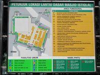Masjid Istiqlal mempunyai luas sekitar 9 hektar. Mulai digunakan tahun 1978, Masjis Istiqlal masih berdiri kokoh dan megah hingga sekarang. Beberapa peta lokasi masjid ada di bagian luar Masjid Istiqlal (Afif/detikTravel)