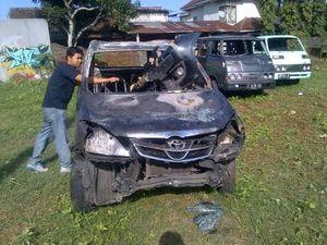 Ini Mobil Konvoi FPI yang Dibakar Warga Kendal