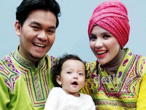 Keceriaan Keluarga Kecil Indra Bekti