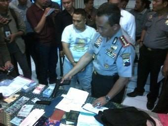 Polisi Tembak Kaki Rampok Bersenpi di Semarang