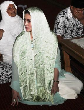 Siapa Calon Suami Bella Saphira yang Mengantarnya ke Masjid Istiqlal?