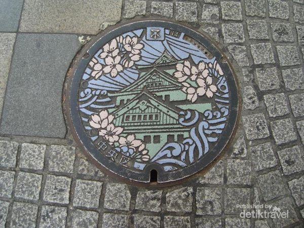 Di Jepang, Tutup Gorong-gorong Diukir dengan Unik!  Unik Post+