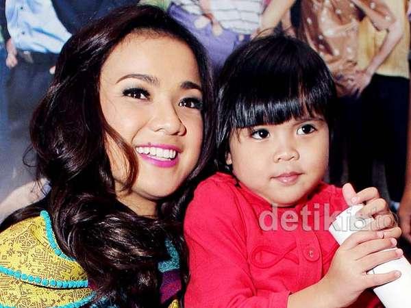 Nirina Zubir dan Anak Kesayangannya