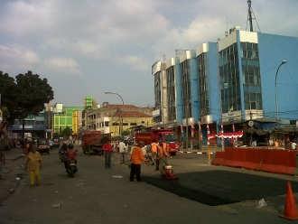 Setelah Penertiban PKL, Jalan Berlubang di Tanah Abang Ditambal