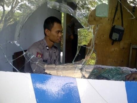 Diduga Gara-gara Tilang, Pos Polisi Dirusak Massa dalam Karnaval 17-an
