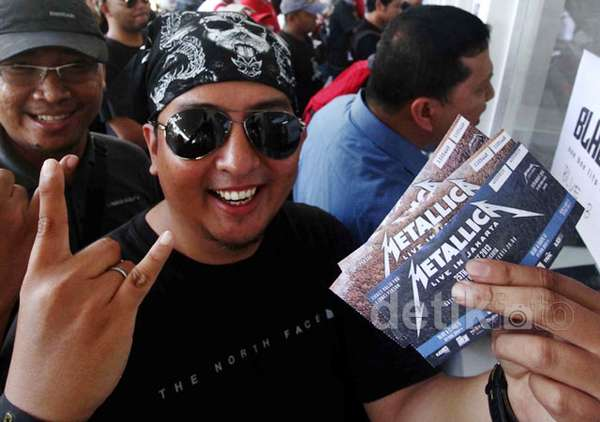 Rela Antre Panjang Demi Tiket Metallica