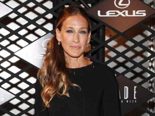 Dress Hitam Simple Sarah Jessica Parker