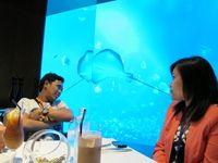 Ocean Restaurant selalu ramai saat weekend. Untuk itu, Anda baiknya reserve terlebih dulu. Makanan yang lezat dan pemandangan cantik bawah laut, menjadi perpaduan spesial yang memberikan pengalaman tiada dua di sana (Afif/detikTravel)