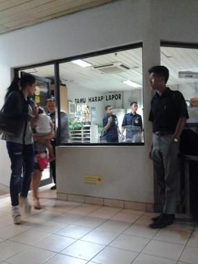 Temani Dhani di Rumah Sakit, Mulan Terlihat Lesu