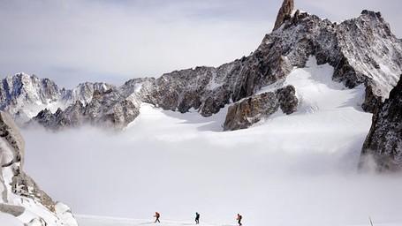 Pendaki Gunung di Prancis Temukan Kotak Permata Rp 3,8 M!