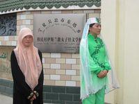 Masuk lebih dalam ke perkampungan, Anda bisa menemukan sekolah wanita. Anak gadis di kampung ini semuanya bersekolah di sekolah khusus wanita ini (Putri/detiTravel)