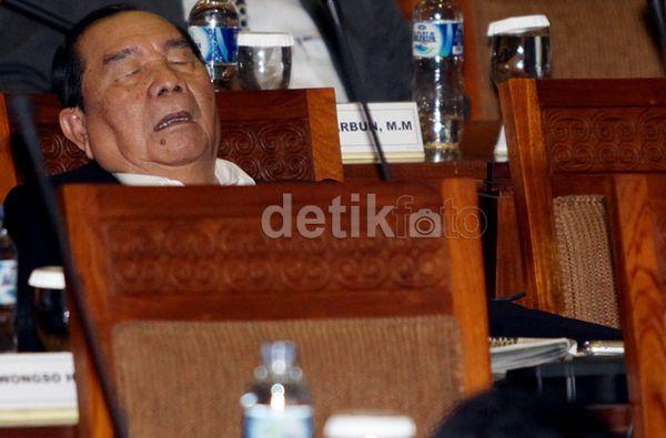Anggota DPR ngorok semua waktu rapat paripurna...