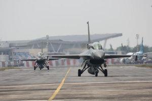 Wush! Pesawat Tempur Berseliweran di Langit Pekanbaru
