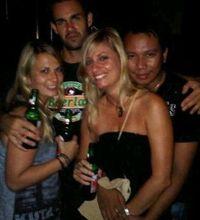 Ngintip Gaya Dunia Malam Vicky, Clubbing Hingga Peluk Mesra Cewek Bule
