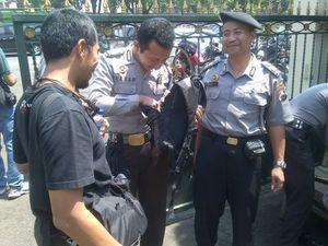 Dijaga Ketat Polisi, Sidang Bentrok Warga Kendal dan FPI Sepi
