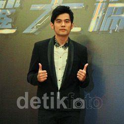 Jay Chou Bawakan Lagu-lagu Lama di Konser Jakarta