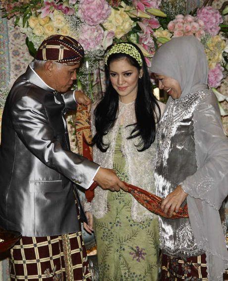 YOUTUBE ACARA SIRAMAN SITI NOOR AZIMA RAJASA Pernikahan Azima Rajasa Dan Audy Satria Wardhana