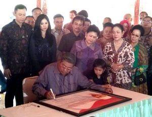 Di Monumen Soeharto, SBY Tuliskan Terimakasihnya Kepada Pak Harto