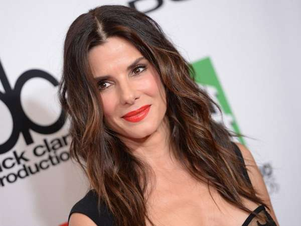 Pesona Sandra Bullock di Red Carpet