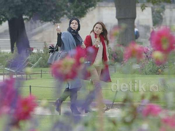 Dari Eiffel ke Louvre, Acha dan Dewi Sandra Cari Jejak Islam di Paris