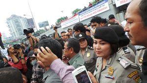 Dihadang Dosen dan Karyawan di Gerbang Kampus, Eksekusi Trisakti Batal