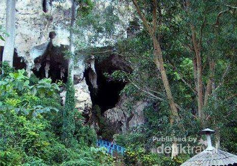 Perahu Anak Durhaka yang Jadi Gunung Batu di Kalimantan