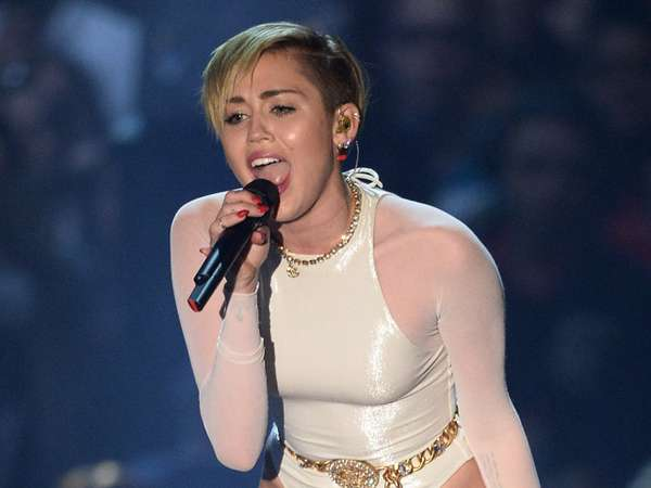 Aksi Panggung Memukau di MTV EMA 2013