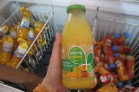 Spring Valley adalah minuman yang paling tersohor di Timor Leste. Minuman rasa mangga-pisang ini diimpor langsung dari Australia. Harganya USD 2 atau Rp 22.000 (Sastri/ detikTravel)