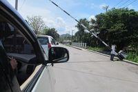 Sebelum memasuki wilayah Timor Leste, traveler akan melewati beberapa gerbang yang dijaga ketat. Ini adalah gerbang batas terakhir masuk ke wilayah Timor Leste (Sastri/ detikTravel)
