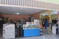 Mata uang Timor Leste adalah USD. Namun di perbatasan, traveler masih bisa menggunakan uang Rupiah untuk membeli sesuatu (Sastri/ detikTravel)