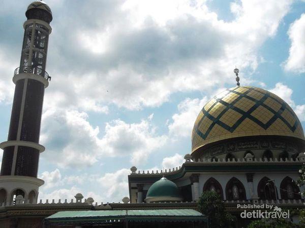 Bangunan Masjid Moh Kholil Bangkalan Madura