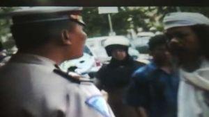 Polres Karawang Akan Pidanakan Pria Bersorban yang Maki-maki Polisi