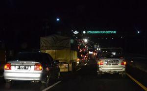 Grand Livina Bertabrakan dengan Truk, Cipularang Arah Jakarta Macet 10 Km