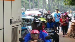Pengunjung Mulai Tinggalkan Ragunan, Lalin Arah Mampang Macet