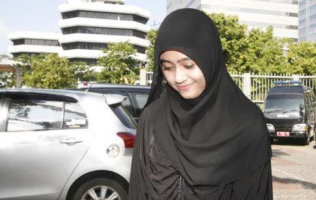 Senyum manis darin Mumtazah, bini simpenan LHI...