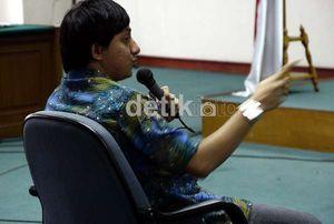 Dicecar Pengacara Haris, Fahd A Rafiq Emosi Bersaksi di Pengadilan