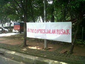 Giliran Spanduk \Jokowi Capres Jalan Rusak\ Muncul di Jalan Otista