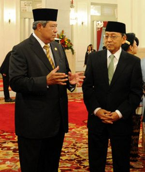 Wapres Boediono Dampingi Presiden SBY Umumkan Mendag Baru Pengganti Gita
