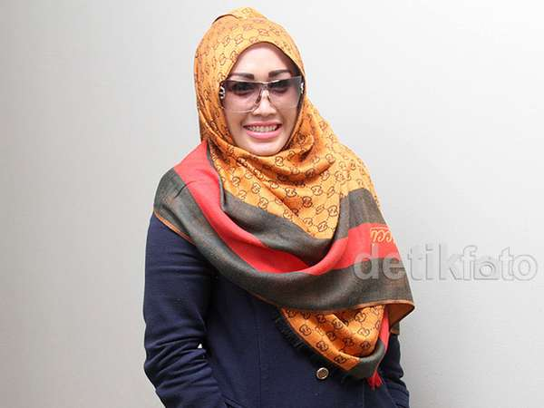 Melinda Tampil Berhijab