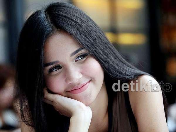 Manisnya Senyuman Yunita Siregar