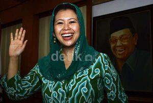 Yenny Wahid Lahirkan Putri Ketiga