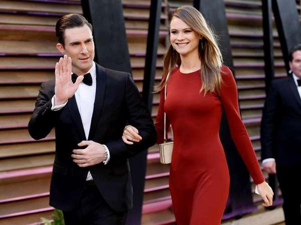 Aww, Serasinya Adam Levine dan Calon Istri di Pesta Oscar