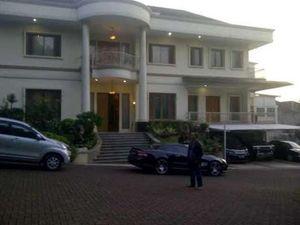 Pasca Suaminya Berkasus, Politikus PD Usmawarnie Tinggalkan Rumah Mewahnya